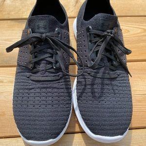 Men's under armour size 10 running shoe